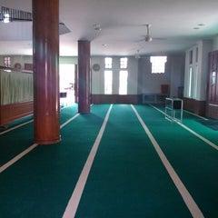 Photo taken at Masjid Asra Albakrie by Dian Rezki F. on 8/29/2014