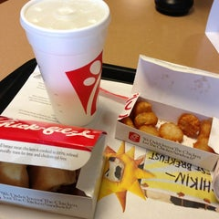 Photo taken at Chick-fil-A by Gerald C. on 9/16/2013