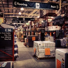 Photo taken at Bunnings Warehouse by Ben A. on 11/2/2012