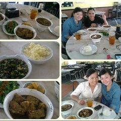 Photo taken at 宝香绑线肉骨茶 (Pao Xiang Bak Kut Teh) by Kristiana Regina T. on 11/1/2012