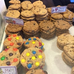 Photo taken at Hope's Cookies by Helene B. on 2/13/2015