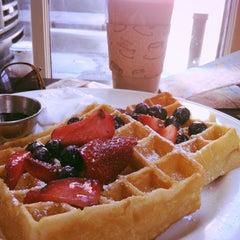 Photo taken at Mo'z Cafe by Dasha K. on 5/17/2013