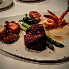 Photo taken at Morton's The Steakhouse by Stephen W G. on 10/7/2015