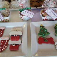 Photo taken at The Purple Pooch Bakery Boutique Groomer by Lenora S. on 12/21/2014