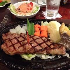 Photo taken at Chokchai Steakhouse (โชคชัยสเต็คเฮาส์) by Tikarn S. on 6/19/2013