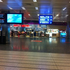 Photo taken at Dış Hatlar Geliş Terminali by Ferah on 3/18/2013