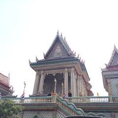 Photo taken at วัดบางหัวเสือ by missann G. on 4/13/2015