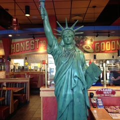 Photo taken at Red Robin Gourmet Burgers by Begum S. on 7/9/2013