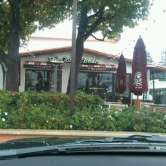Photo taken at The Coffee Bean & Tea Leaf® by Jesse L. on 11/17/2012