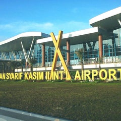 Photo taken at Sultan Syarif Kasim II International Airport (PKU) by biyanabiya m. on 12/27/2012