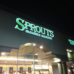 Photo taken at Sprouts Farmers Market by Ferny D. on 10/16/2013
