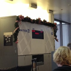Photo taken at Gate 82 by すぎ作 on 11/29/2012