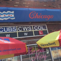 Photo taken at Chicago Style Beef & Dogs by Kevin P. on 8/22/2015