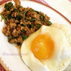 Photo taken at Took Lae Dee (ถูกและดี) by Pawinee M. on 9/6/2015