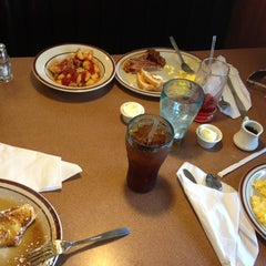 Photo taken at Denny's by Balhomee C. on 4/8/2013