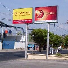 Photo taken at Rumah Makan Taman Sari by Fafan M. on 10/15/2013