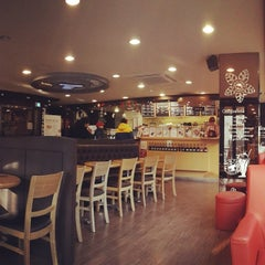 Photo taken at TOM N TOMS COFFEE by 깜비 on 12/20/2013