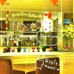 Photo taken at First Cup Coffee by นภัทร พ. on 11/14/2013
