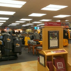 Photo taken at Drexel University - Main Campus Bookstore by Michael L. on 5/10/2013