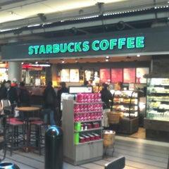 Photo taken at Starbucks by Jos S. on 1/6/2013