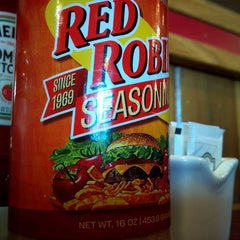 Photo taken at Red Robin Gourmet Burgers by Leland C. on 6/16/2013