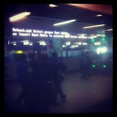 Photo taken at 地铁中关村站 Subway Zhongguancun by Julien G. on 12/13/2012