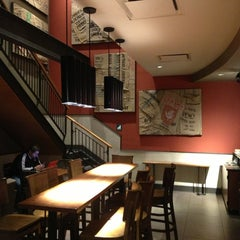 Photo taken at Starbucks by Ademir P. on 12/27/2012