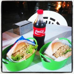 Photo taken at Big Mengão Lanches by Enzo Felipe ® .. on 12/3/2013