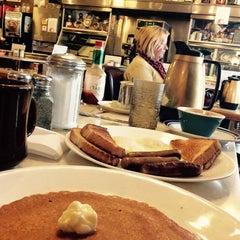 Photo taken at Hoagie's Restaurant by 🇺🇸K G. on 12/9/2014