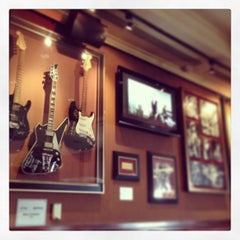 Photo taken at Hard Rock Cafe Madrid by Eugen K. on 8/16/2013