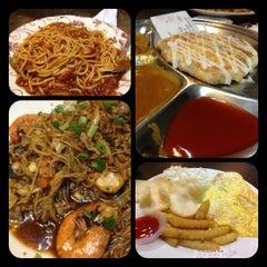Photo taken at Restoran Murni Discovery by Joyce E. on 10/30/2012
