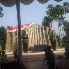 Photo taken at Tugu Proklamasi (Proclamation Monument) by Roozu T. on 8/16/2014