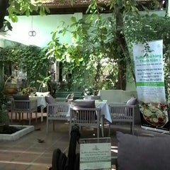 Photo taken at Thanh Niên Restaurant by SATOSHI Y. on 12/13/2015