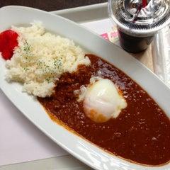 Photo taken at Cafe & Bar Vivo by うさもも on 4/8/2014