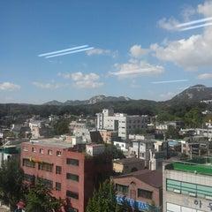 Photo taken at 한성대 대학로 에듀센터 by WooSam on 10/11/2013