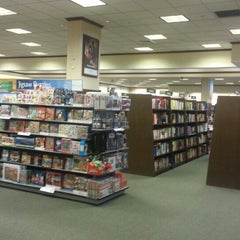 Photo taken at Barnes & Noble by Gary W. on 11/27/2013