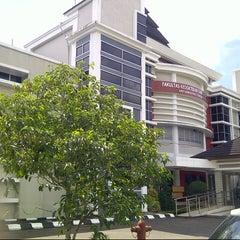 Photo taken at Fakultas kedokteran dan ilmu kesehatan untan by Muhammad A. on 11/28/2012