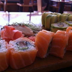 Photo taken at Sushihana by Marcelo !. on 9/30/2011