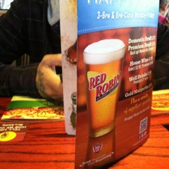Photo taken at Red Robin Gourmet Burgers by Vanessa G. on 3/29/2012