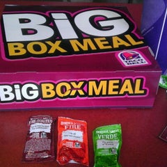 Photo taken at Taco Bell by Ari S. on 9/16/2011