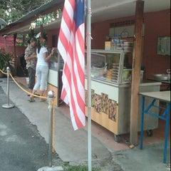 Photo taken at Makcik Ina Karipap by are p. on 9/16/2011