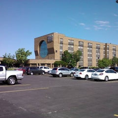 Photo taken at Four Points by Sheraton Milwaukee North by K. K. on 8/22/2011
