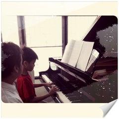 Photo taken at บ้านเปียโนพอเพียง by jennise A. on 5/13/2012