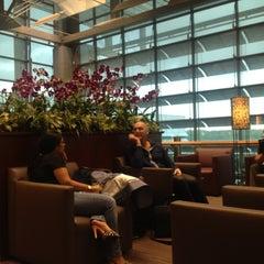 Photo taken at KrisFlyer Gold Lounge (Terminal 3) by Juliana 蔡. on 6/11/2012