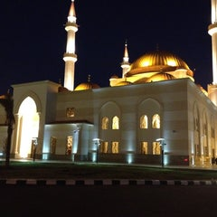 Photo taken at مسجد سليمان الراجحي | Alrajhi Mosque by Fahad A. on 3/27/2012