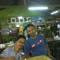 Photo taken at Restoran Norsiah Tom Yam Seafood by Lukman A. on 8/23/2012