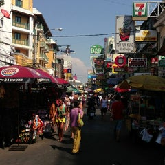 Photo taken at ถนนข้าวสาร (Khao San Road) by Robert P. on 3/25/2013