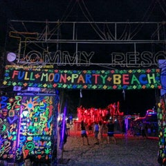 Photo taken at Full Moon Party by GhanoOomy on 11/28/2012