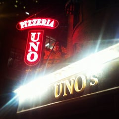 Photo taken at Uno Pizzeria & Grill - Chicago by Jennifer C. on 10/9/2012