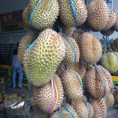 Photo taken at Raja Durian by Chenna M. on 3/10/2015
